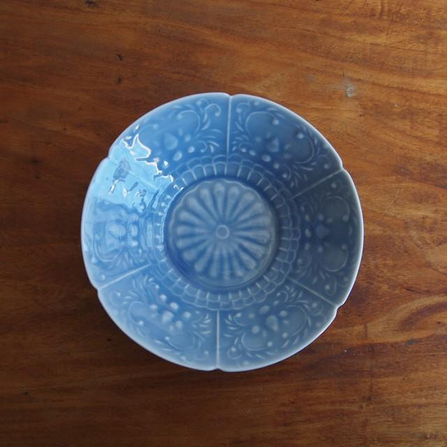 稲村真耶 | 湖水釉印刻菊文5寸鉢