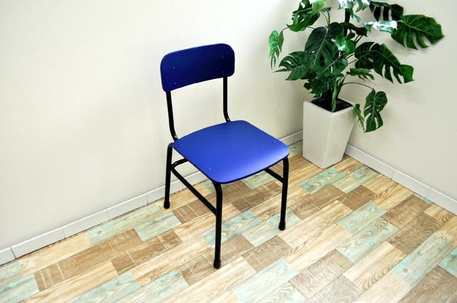 座ると妙に懐かしい。洋室・和室にもマッチします(学校椅子×ローチェア)