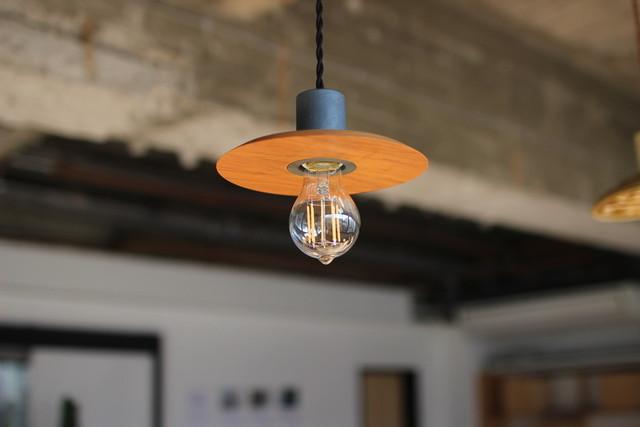 ペンダント照明(木製シェード)