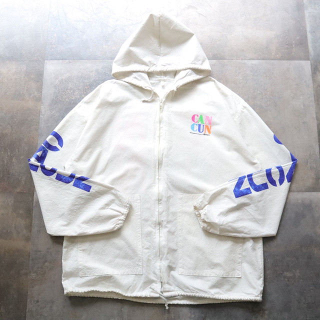 White zip-up design hoodie