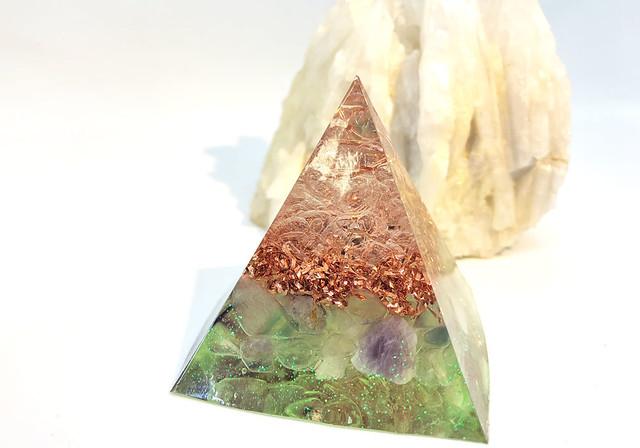 【人生に明るさをもたらす】ミニピラミッド型オルゴナイト ペリドット