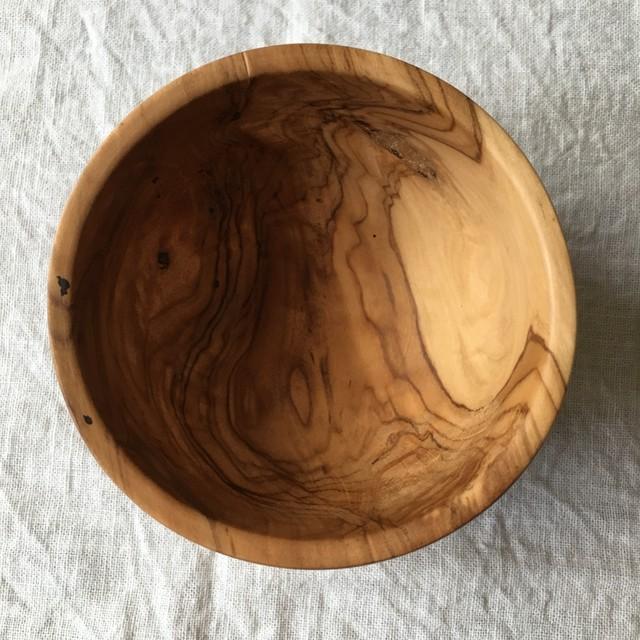 木彫りの小さな林檎の入れ物