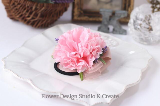 ピンクのカーネーションのヘアゴム お花 ヘアゴム 髪飾り ピンク プレゼント ヘアアクセサリー