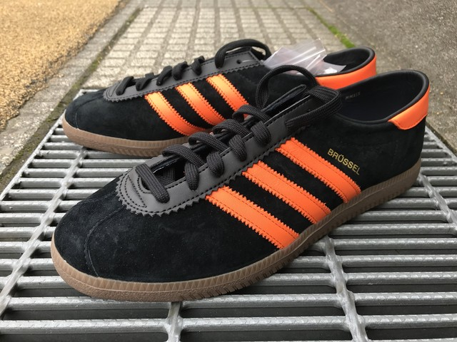 ADIDAS BRUSSELS (CBLACK/ORANGE/GOLDMT)