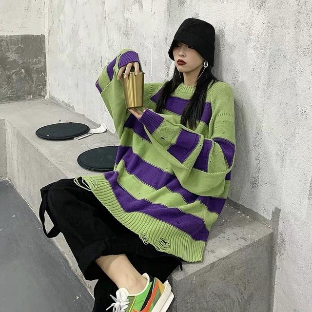 purple line border knit