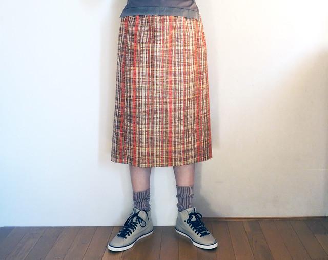 アースカラーにオレンジの格子のスカート -- 未仕立てシルクウールの着物地から