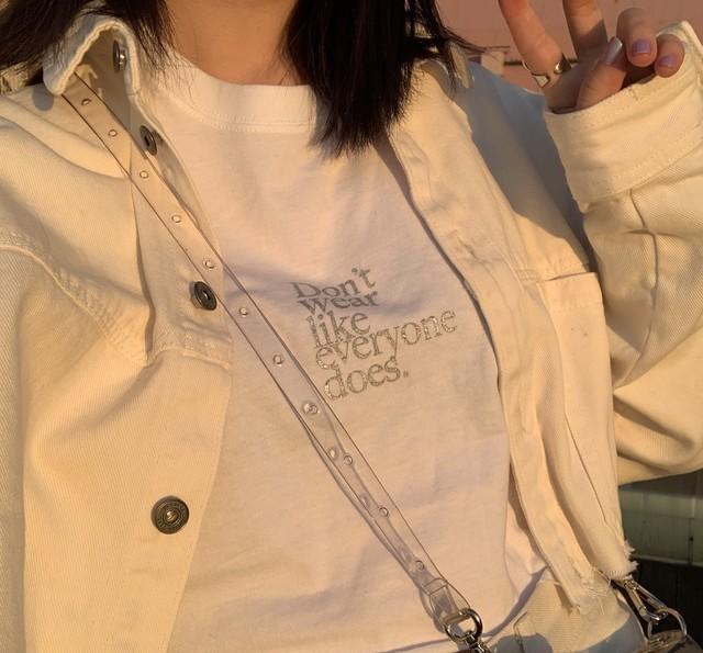 【Cat & Parfum】Don't wear like everyone does. Glitter Logo Tee