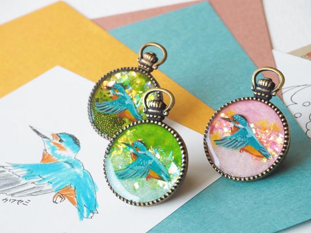 送料無料■カワセミの羽ばたく手描き絵ブローチ<全3種>