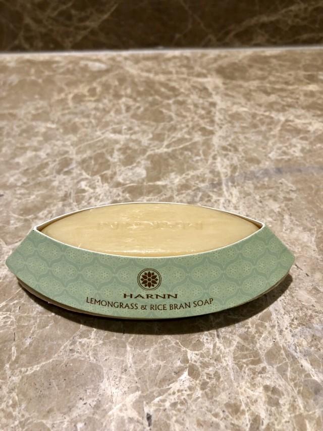 HARNN アロマの香りで癒される! 高級スパブランド タイ HARNN レモングラス・ライスブランソープ