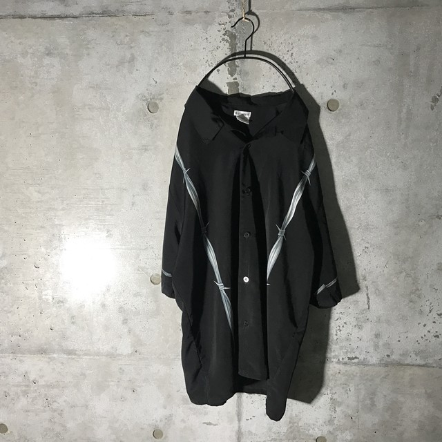 [used] barbed wire designed shirt