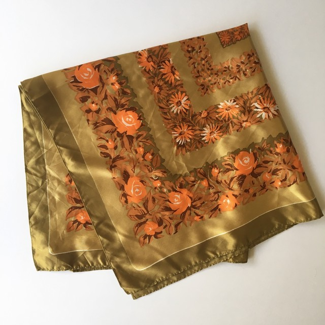 Europe Scarf Flower Beige