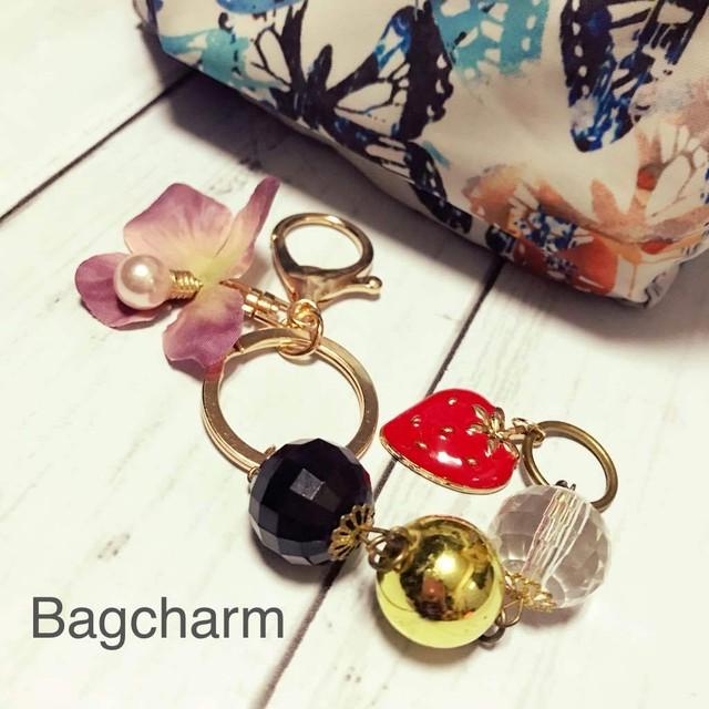 【作り切りSALE品】イチゴchanと電球パールのバッグチャーム