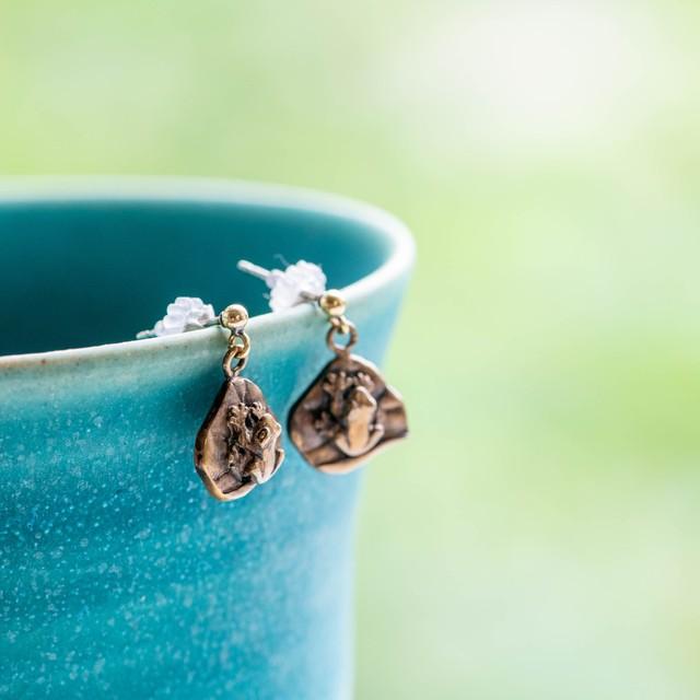 蓮の葉に乗る蛙の真ちゅうピアスorネックレス