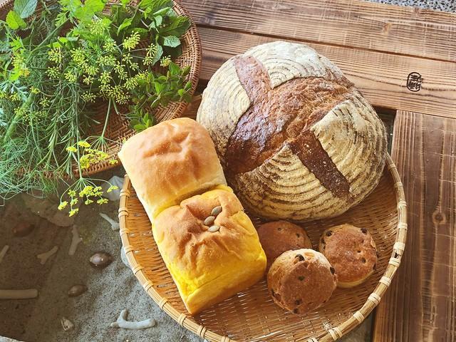 まる屋のカンパーニュ、食パンとスコーンのセット