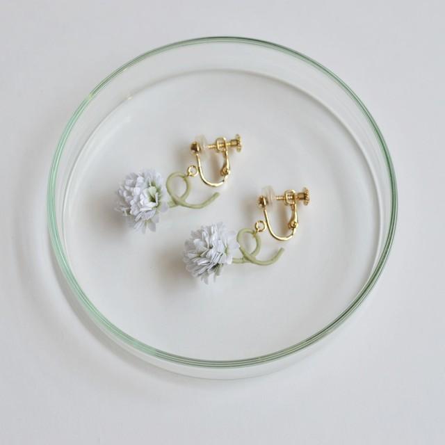 白詰草のイヤリング