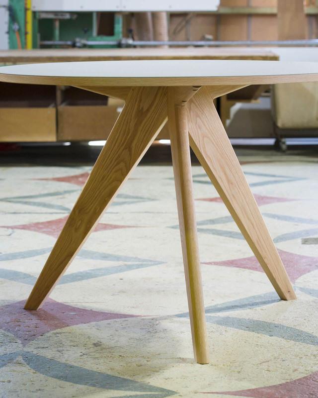 Round Table - Light Gray