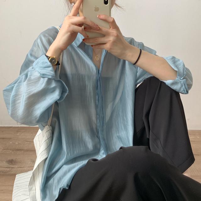 プリーツデザインシアーシャツ