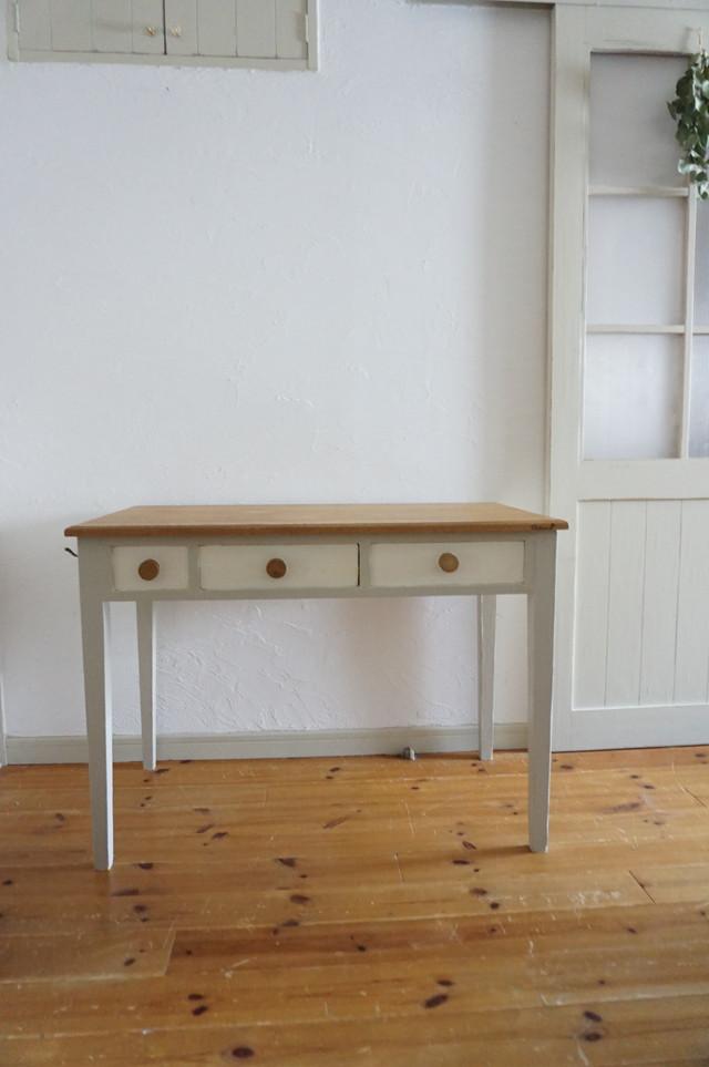 手作りの北欧色の机(淡いグレー)