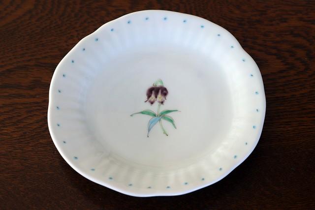 藍水 一つ花黒百合 銘々皿 うつわ藍水(波佐見焼)