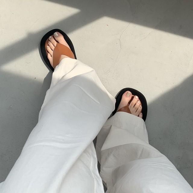 V design sandal