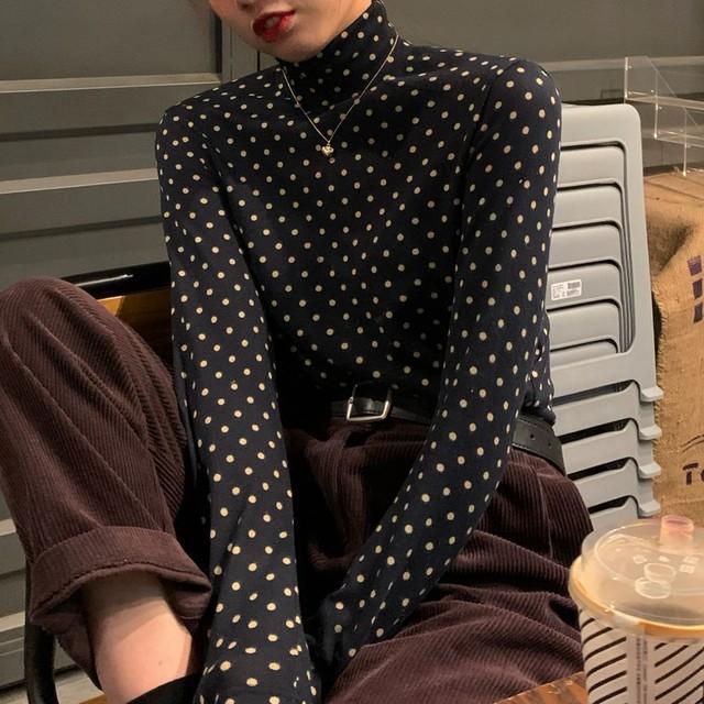 ドット柄 スリムフィット カットソー 長袖 ハイネック 韓国ファッション レディース Tシャツ 伸縮性 無地 シンプル 大人可愛い ガーリー / Turtle neck bottoming dot slim T-shirt trend (DTC-629420791535)