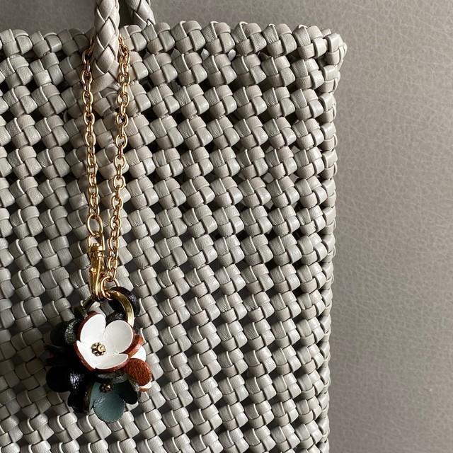 Happy bag charm クローバー/モノトーンカラー(ポーチ付き)