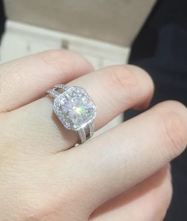 モアサナイト ダイヤモンド 0.8カラット 18k リング