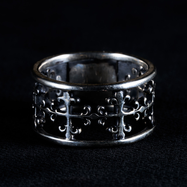 Catacomb Skull Flowered Ring