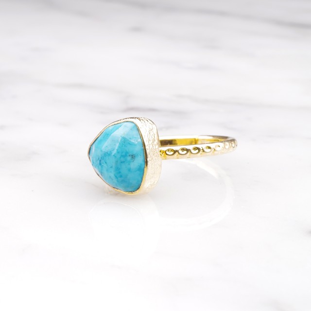 SINGLE TRIANGLE STONE RING GOLD 016