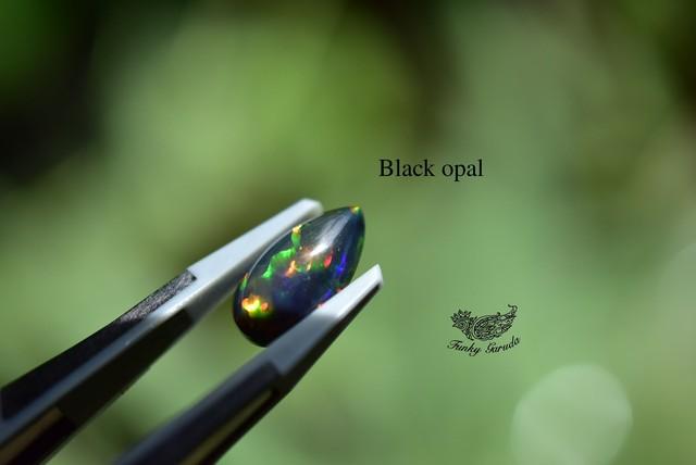 漆黒に映える彩★虹プリズム強★ブラックオパール ルース opal016
