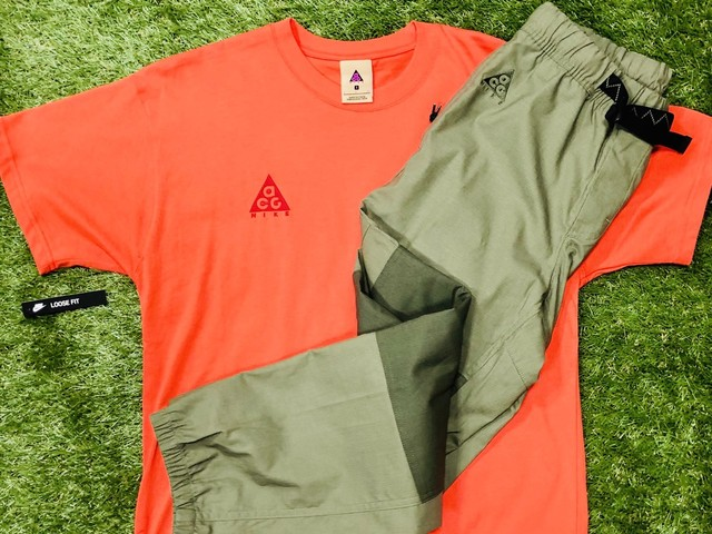 NIKE ACG SMALL SET AS M NRG SS TEE ORANGE / TRAIL PANT OLIVE 25JG7192 7340