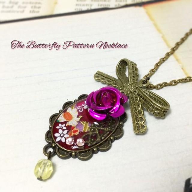 和風蝶の深紅なネックレス