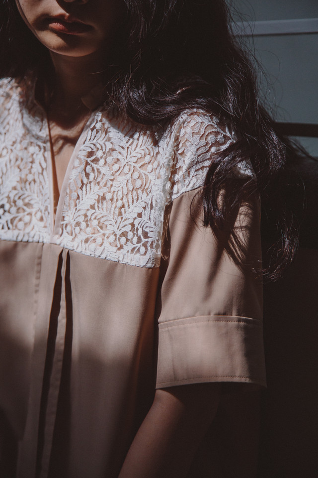 YUKISHIMANE half lace skipper shirt white