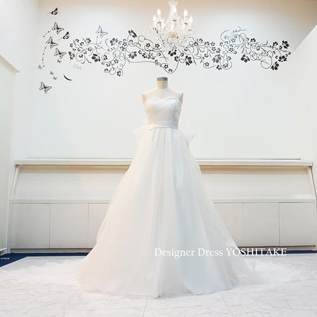 白いチュールのAラインウエディングドレス(パニエ無料)バックリボン付き
