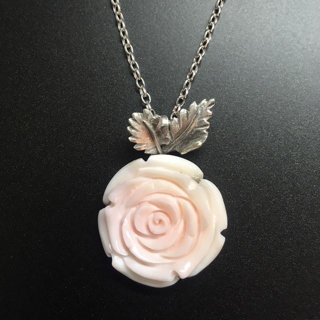 コンクシェル 薔薇のペンダント
