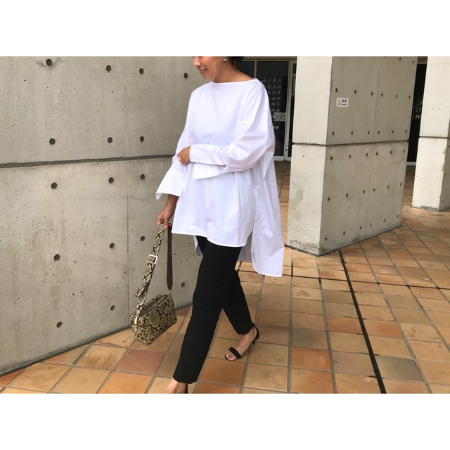 再入荷 long slit blouse (white)