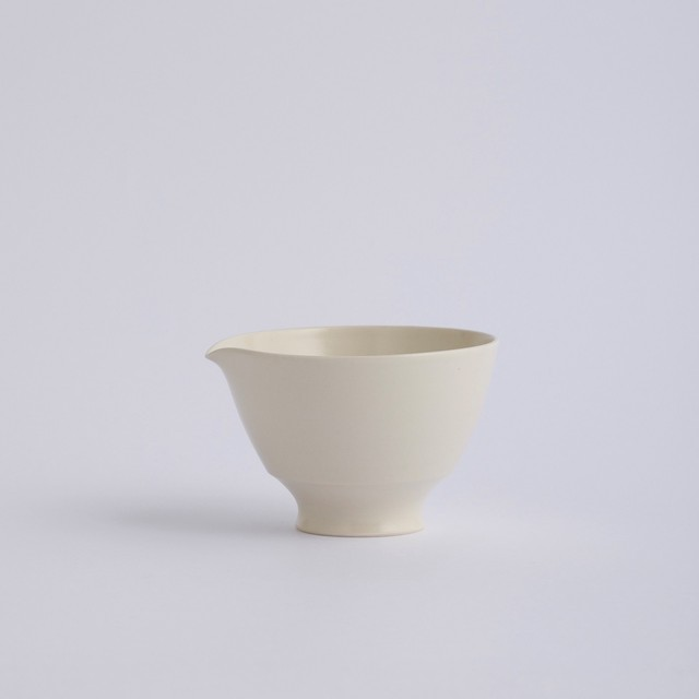 Une / Spout bowl / M