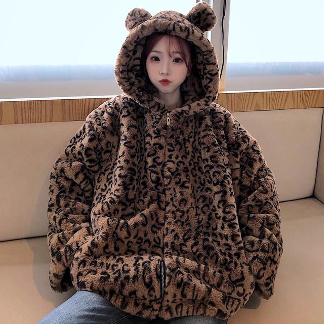 レオパード 耳付き ボアパーカー フェイクファー オーバーサイズ 韓国ファッション レディース ボアブルゾン ジップアップ ヒョウ柄 大きいサイズ もこもこ 防寒 ゆったり 大人可愛い ガーリー / Oversized fur coat velvet thick leopard print top (DTC-627657068160)