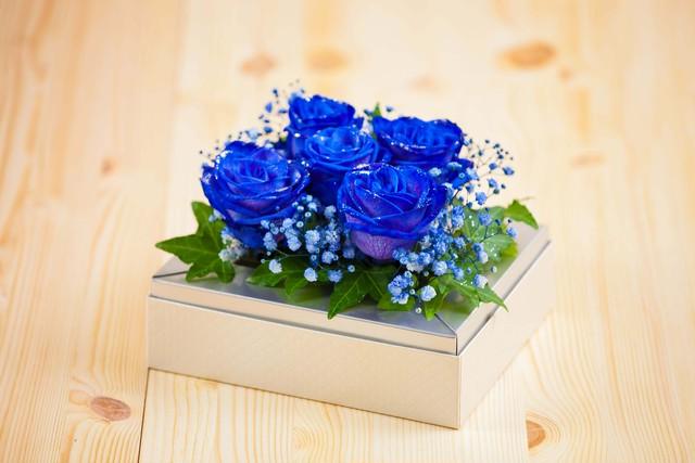 【お祝いにぴったり】ブルーローズアレンジメント/バラのアレンジ