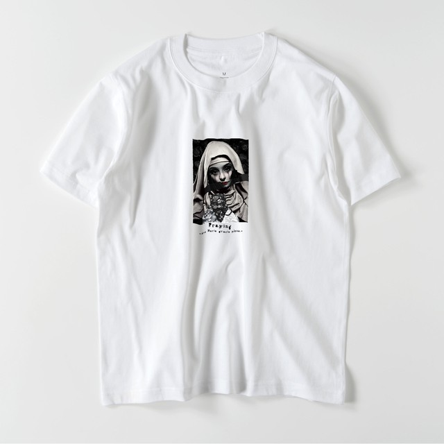 "5.6oz Graphic Print Cotton S/S TEE ""Pray"""