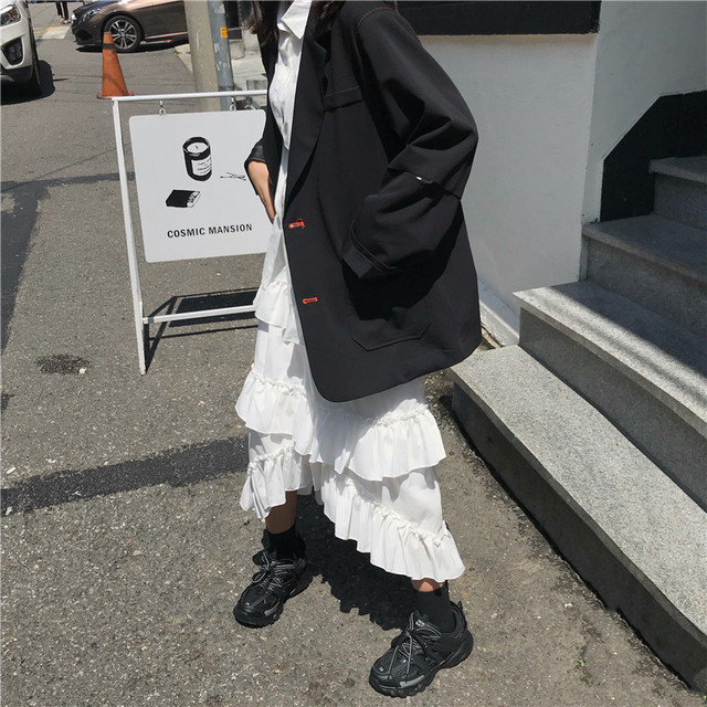 三段フリルスカートとオーバーサイズジャケットのセットコーデ