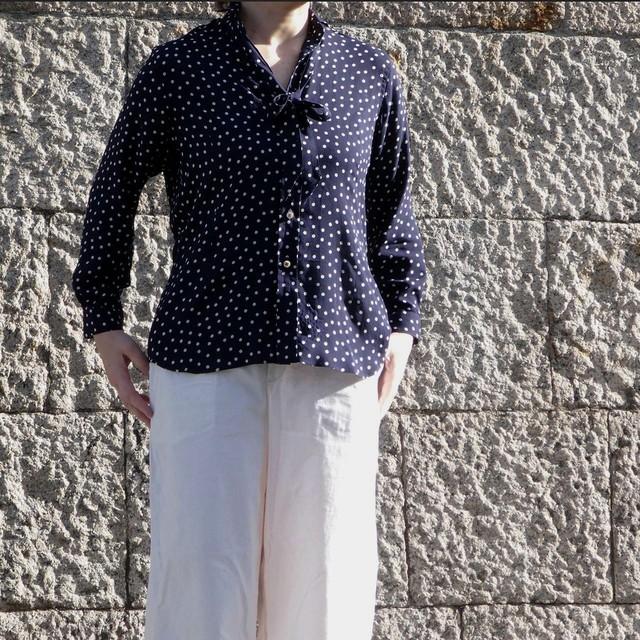 水玉プリント ナローカラーシャツ