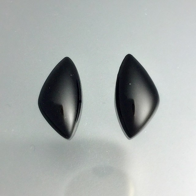 漆黒ピアス(貝モチーフ): Jet black pierced earrings of the bivalve motif