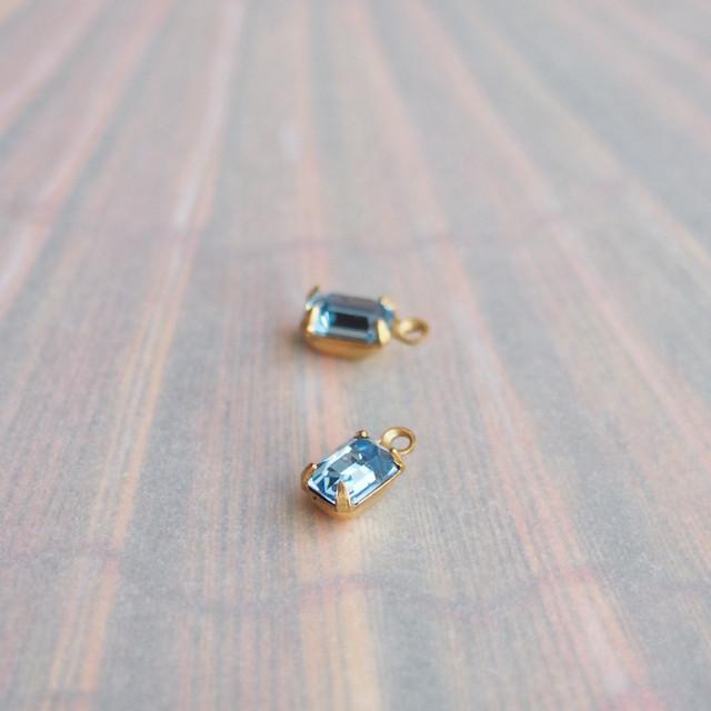 ヴィンテージ オクタゴン、カットのきれいな小さめチャーム(ブルー・2コ)