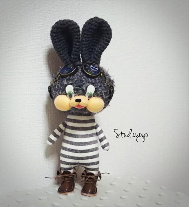 Studioyoyo: 大人気!シマシマうさぎさん グレー あみぐるみ プレゼントや贈り物にも 自立可能