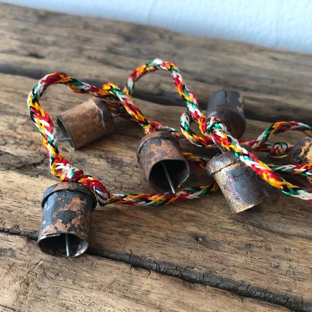 手作りのやさしい音色 インドの銅製カウベル- 長さ約1m