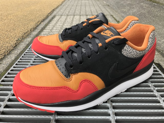 NIKE AIR SAFARI SE SP19 (UNIVERSITY RED/BLACK-MONARCH)