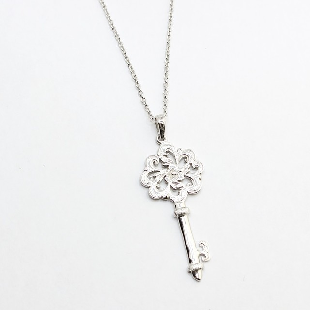 SCROLL KEY PENDANT