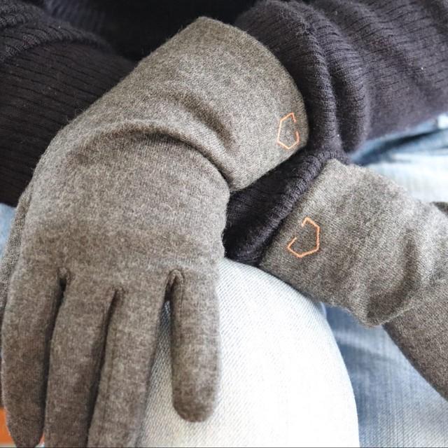 佩×ケノコト【手袋】黒ごま/ウール100%/手が細くキレイに見える