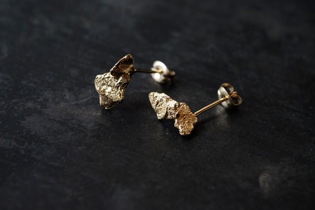 小さな落ち葉のピアス(gold)